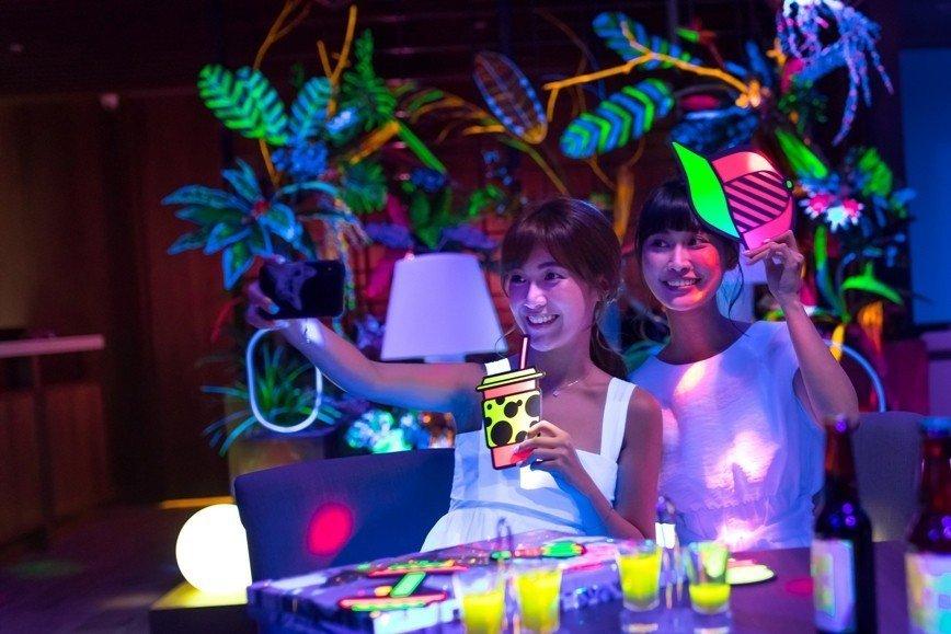 煙波大飯店宜蘭館的螢光派對(暗黑派派)。圖/煙波飯店宜蘭館提供