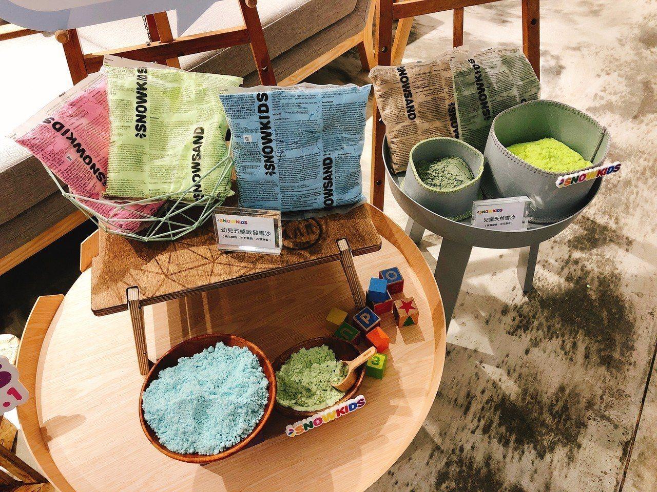 SNOWKIDS天然雪沙系列,可任意揉捏、塑形、混色。記者黃筱晴/攝影