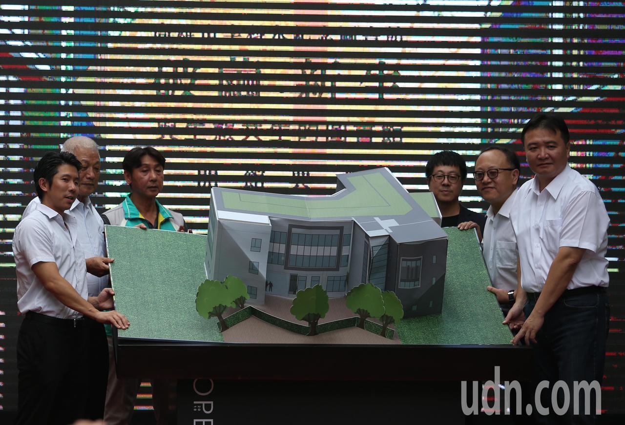 由民間捐建、政府營運、民眾使用的「高雄市李科永紀念圖書館」,從規劃到完工歷時5年...