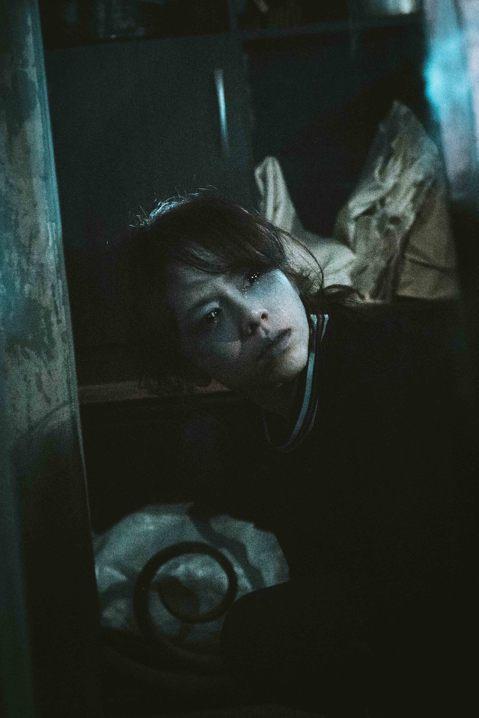 夏于喬在將上映的鬼片「粽邪」裡穿起高中制服,扮演18歲的女學生,一反之前甜美活潑的銀幕形象,在電影有大量壓抑祕密與恐懼的內心戲,為了做足演出功課,原本完全不看鬼片的她,一口氣將日本、台灣、美國的眾多...