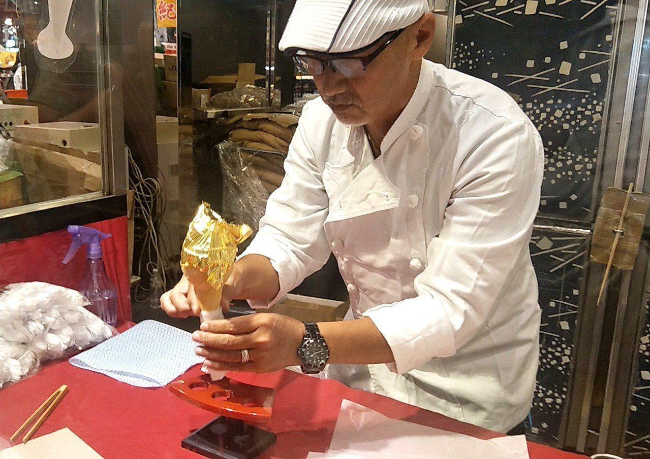 台茂購物中心日本夏日美食祭典,日本超人氣IG打卡冰品的北海道金箔霜淇淋,由日本師...