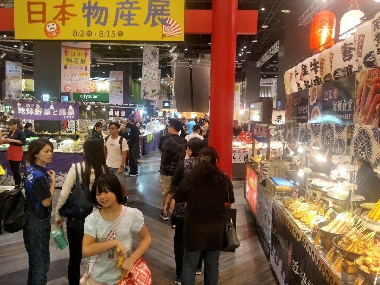 台茂購物中心日本夏日美食祭典,來自日本職人現場現做現賣,吸引許多消費者享受不必出...