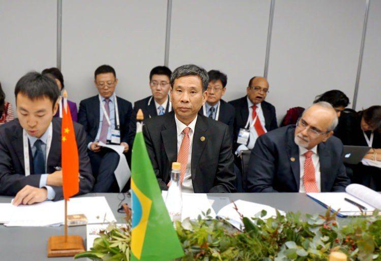 大陸財政部長劉昆隨同習近平出席南非的金磚峰會。取自大陸財政部官網