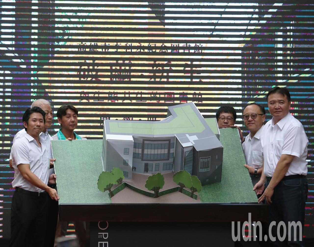 興建期間爭議不斷的李科永紀念圖書館今天舉行落成儀式。記者劉學聖/攝影