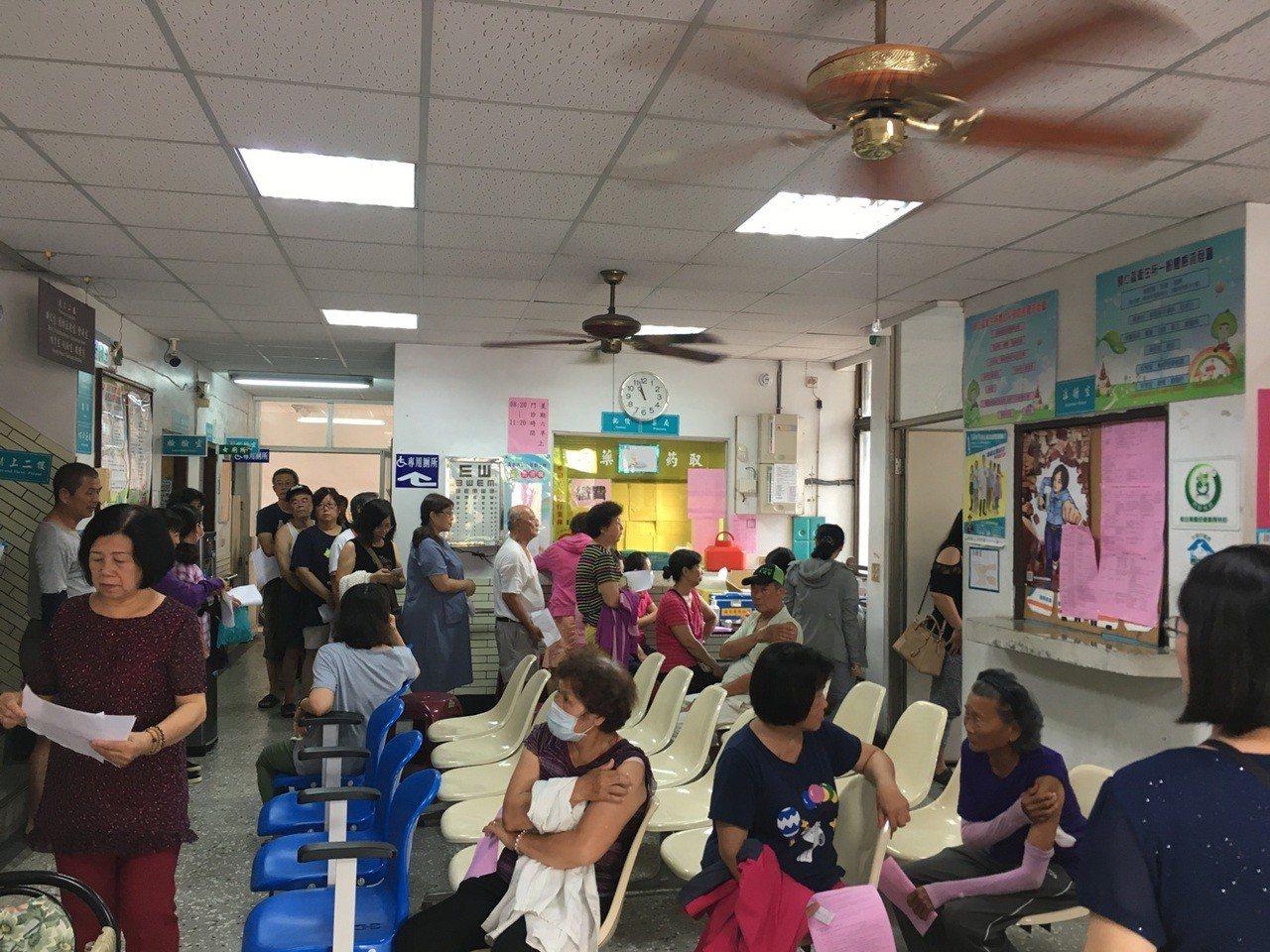 台南市衛生局提供歸仁區民眾日本腦炎免費疫苗注射。圖/衛生局提供