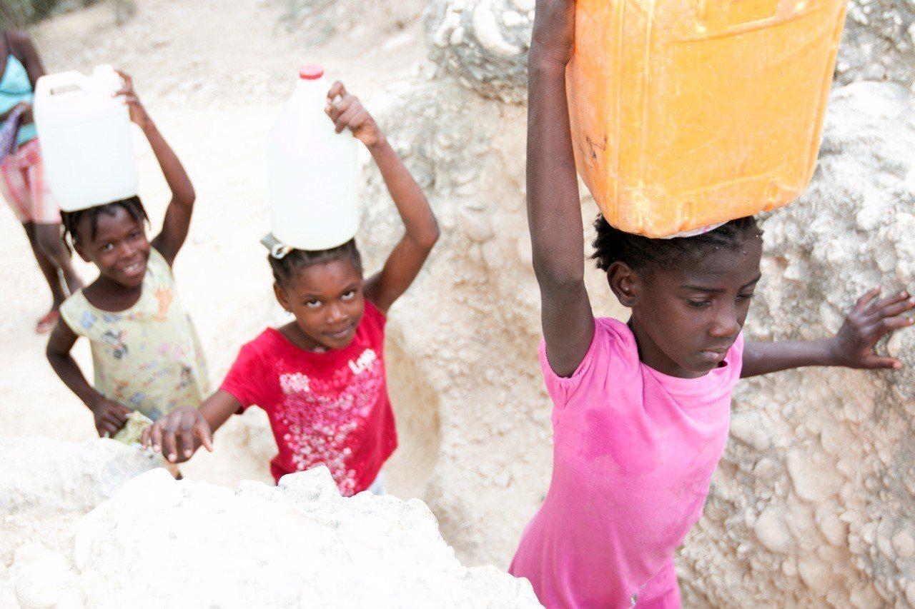 台灣世界展望會透過資助兒童計畫,逐步為海地貧困社區帶來乾淨飲水、良好衛生及醫療服...