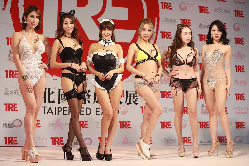 辛尤里和雪碧等JKF女郎助陣成人展。記者李姿瑩/攝影
