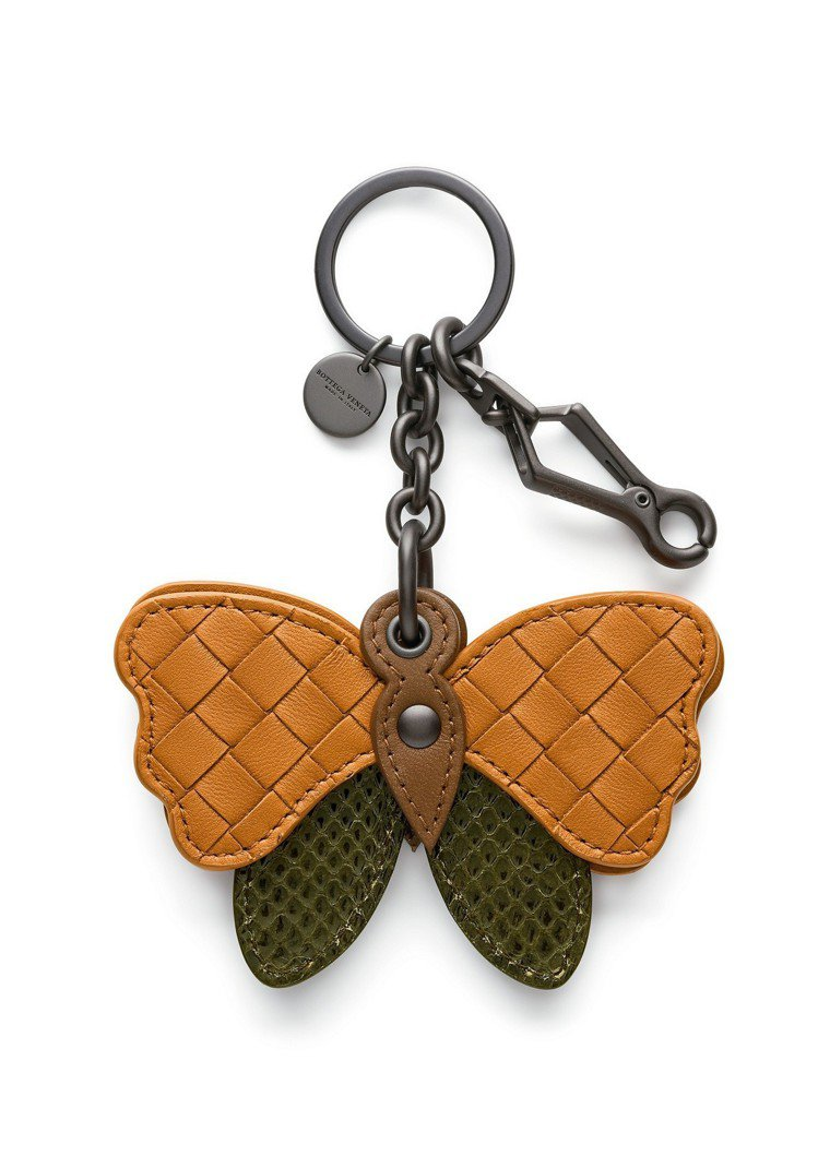 BOTTEGA VENETA編織小羊皮混水蛇皮蝴蝶吊飾,售約11,700元。圖/...