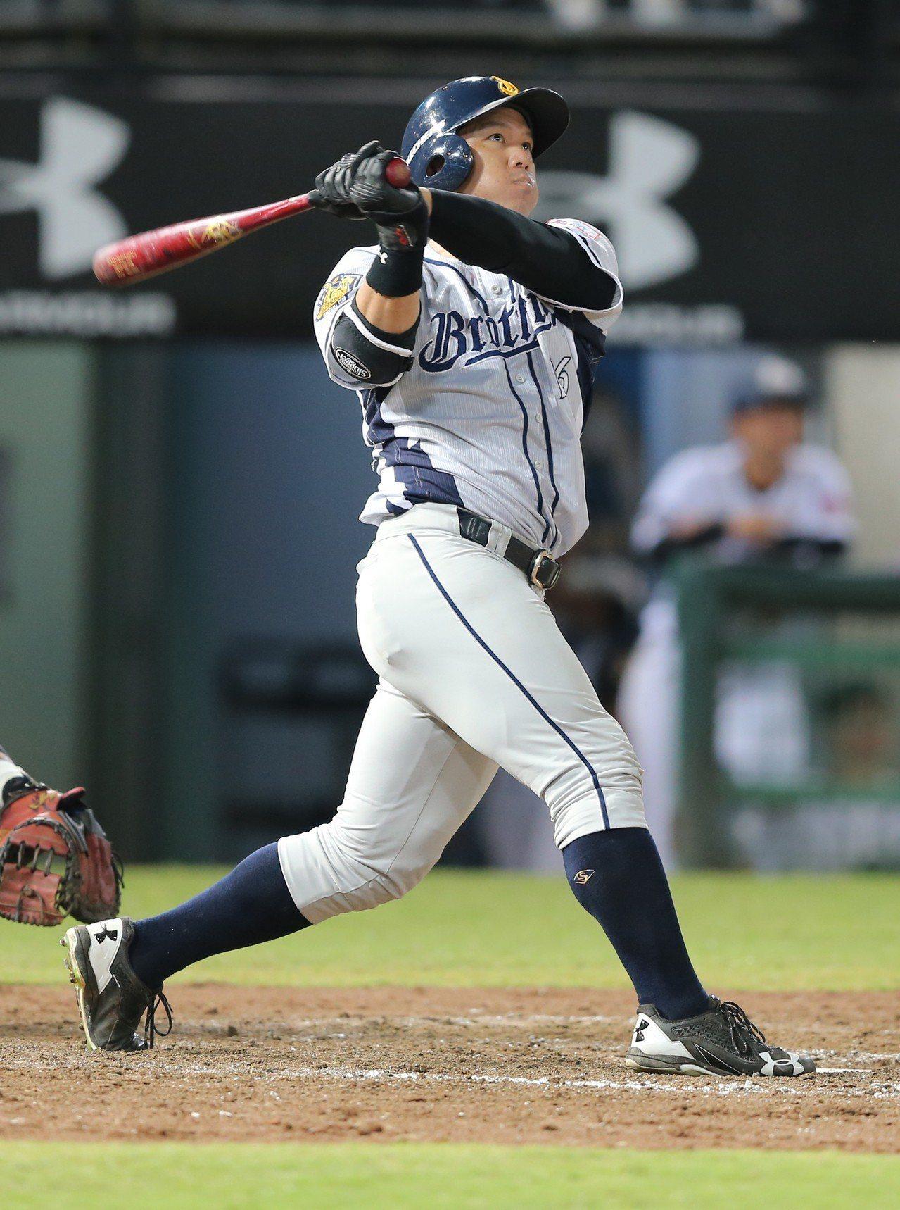 周思齊生涯首次單場3響砲,獲選單場MVP。記者許正宏/攝影