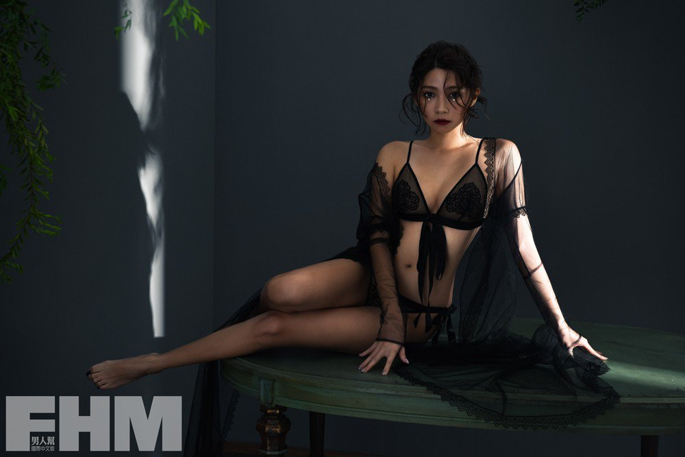 曾智希拍攝封面走冷豔、性感風格。圖/FHM男人幫提供