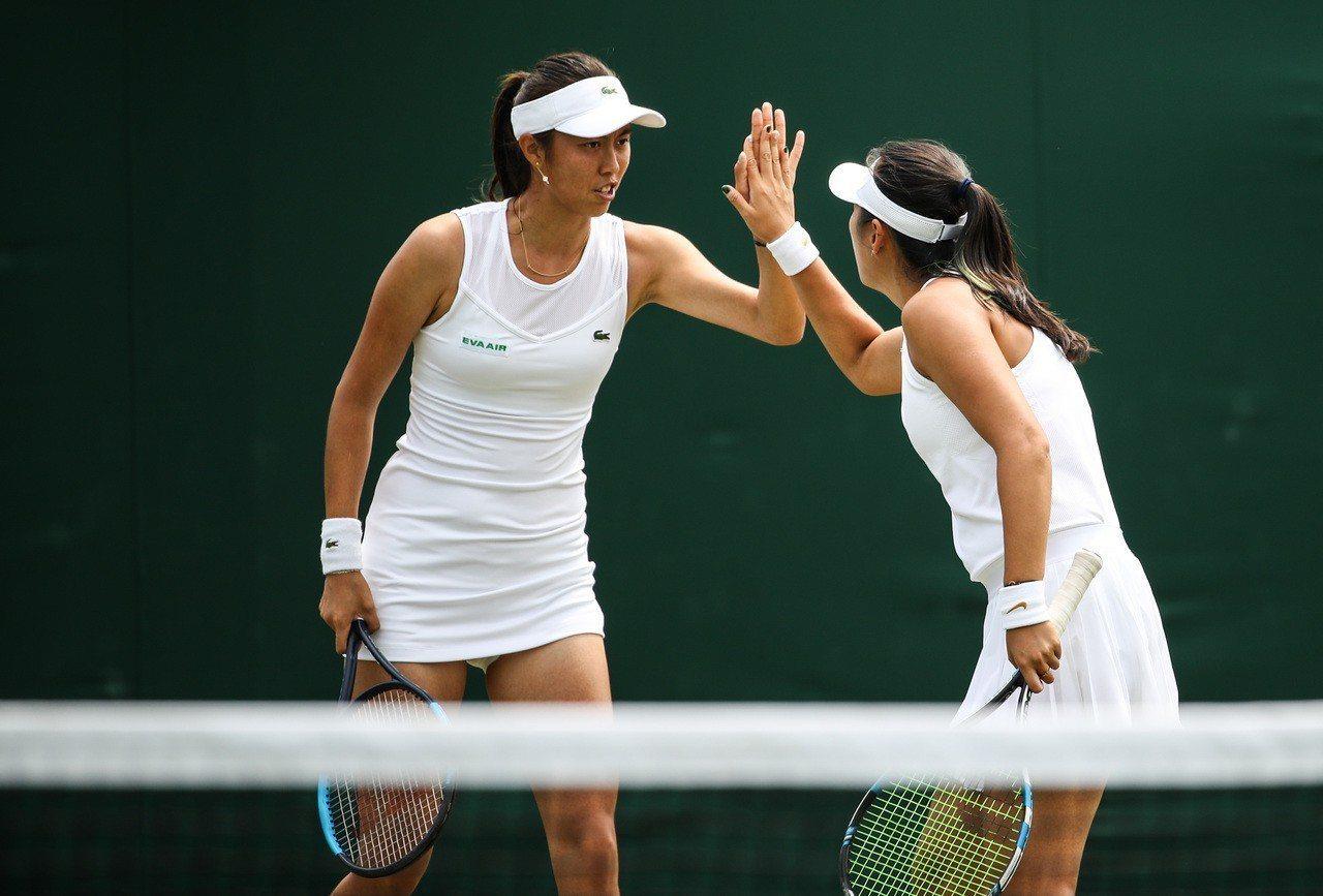 我國女網好手詹皓晴和大陸搭檔楊釗煊止步華盛頓女網賽8強。 新華社資料照