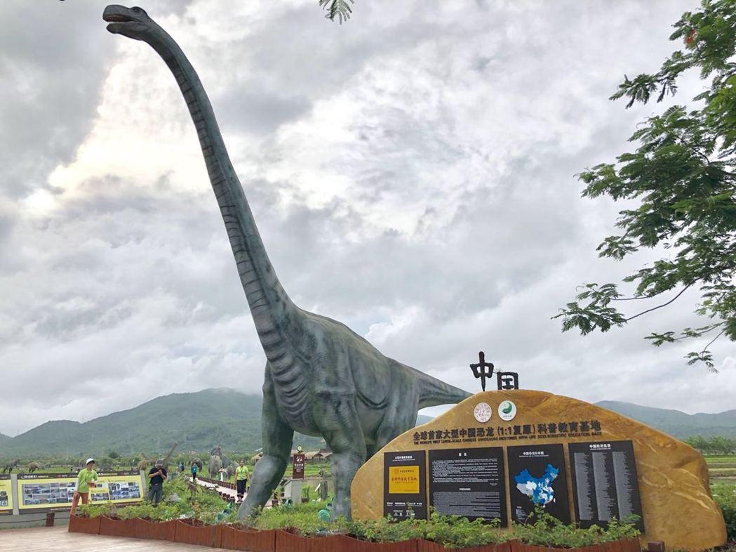 三亞海棠灣水稻國家公園展示中國大陸水稻科學技術,但園區內300多隻1比1比例的恐...