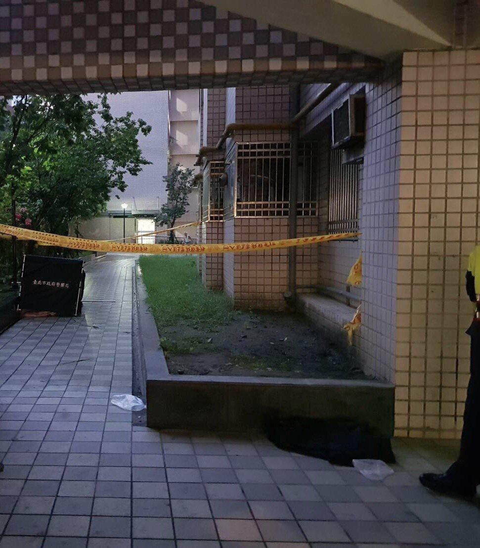 國中男學生遭發現從頂樓墜樓亡。 記者蕭雅娟/翻攝