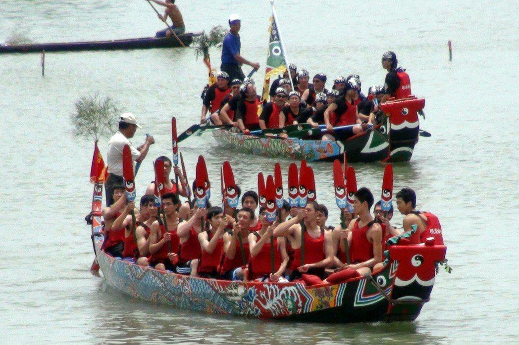 礁溪傳承200餘年的二龍競渡,公所設法「轉彎」,另外打造新船,提供女性民眾以體驗...