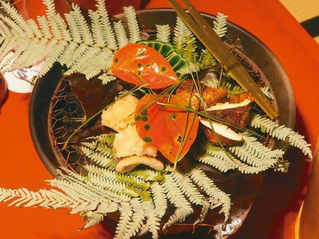 米其林一星的丹熊北店充滿秋天氣息的烤松茸。 圖/有行旅提供
