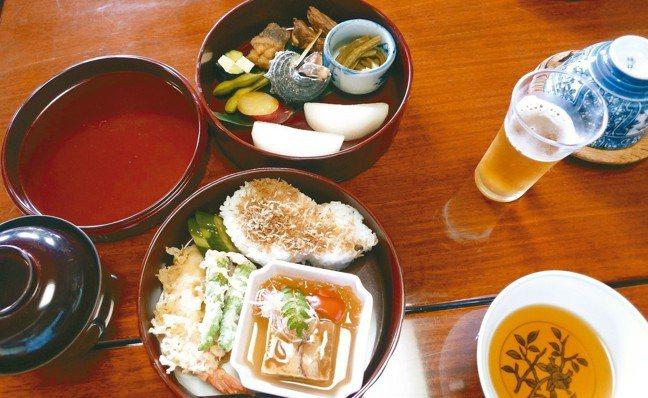 吉田山莊特製的豪華雙層便當。 圖/有行旅提供