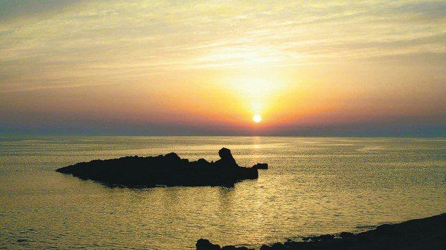 五能線的落日美景。 圖/梁旅珠