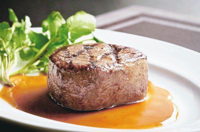 莫爾頓牛排推出3款炎夏精選套餐,包含6盎司菲力牛排。 圖/莫爾頓牛排提供