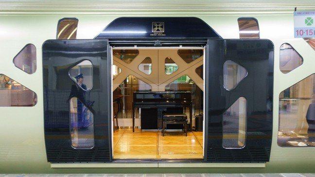 四季島列車唯一的出入口。 袁世珮