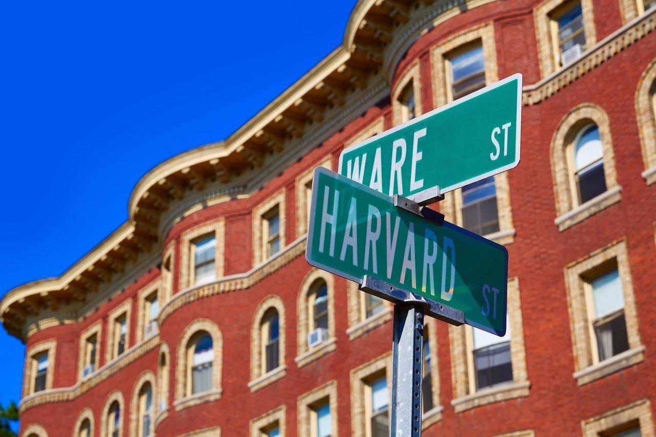 哈佛大學上周宣布蓋伊8月15日將接掌該校最大的文理學院。加上今春獲任命的兩位新院...