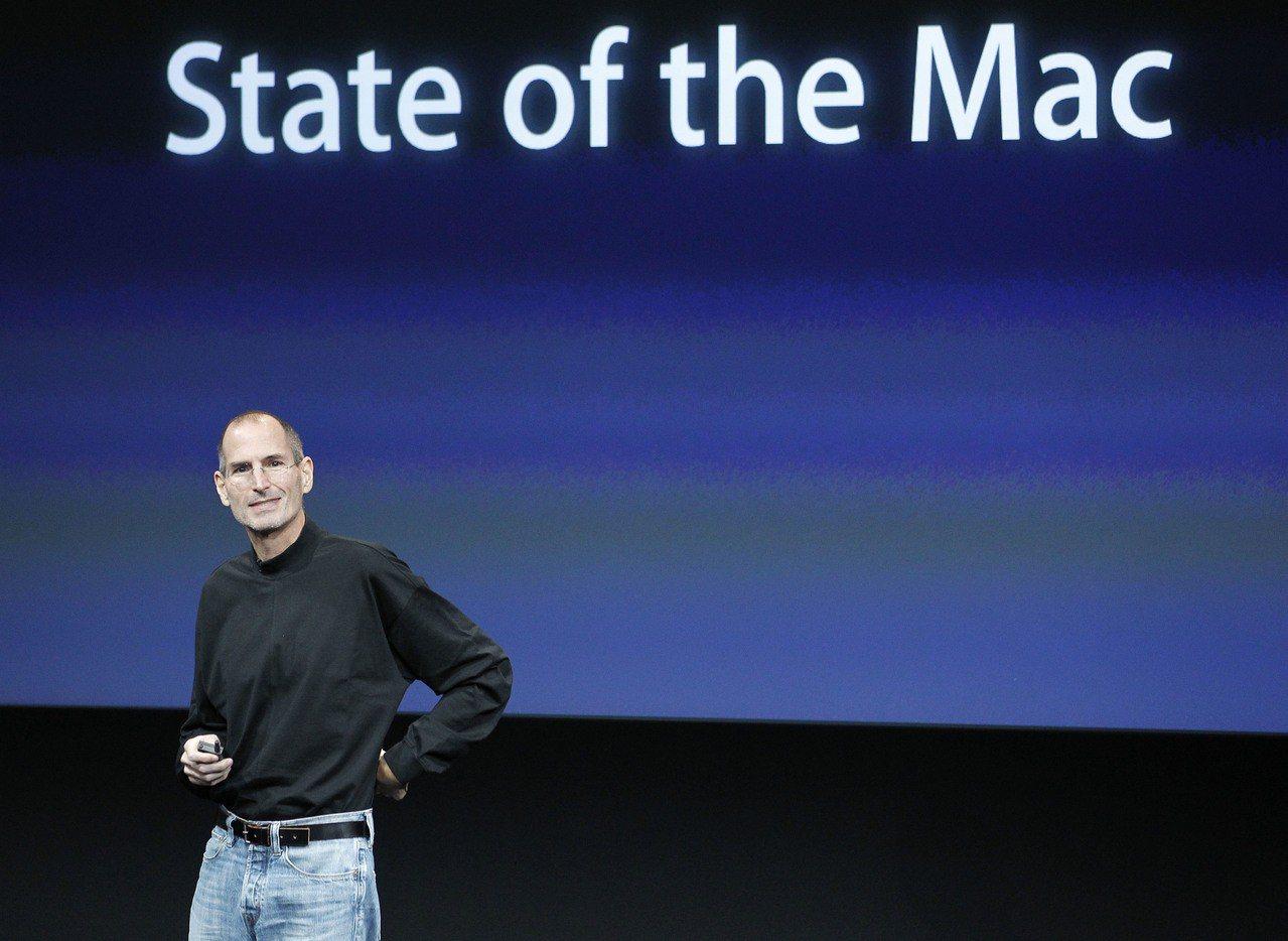 蘋果41年前在車庫創立,21年前曾瀕臨破產,如今公司市值破兆美元寫下歷史。圖為已...