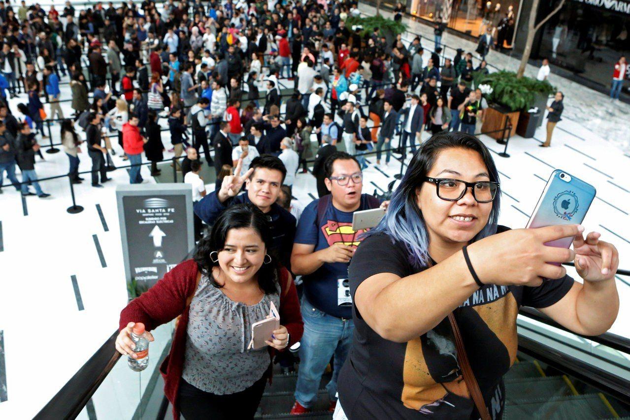 蘋果市值站上1兆元,是首家達此紀錄美國上市公司,巴菲特大買、華爾街看好後市。 路...