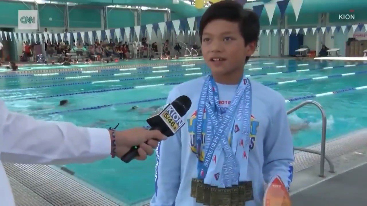 加州十歲男童,打破「飛魚」菲爾普斯1995年紀錄。 圖/世界日報