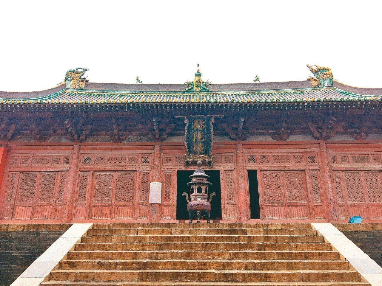崇福寺內的彌陀殿,建築精美,以「金代五絕」著稱。