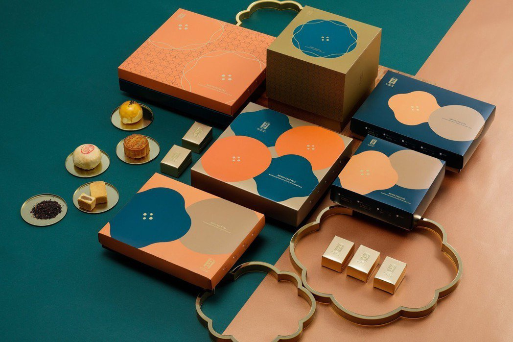 中秋禮盒內容物豐富,包裝外盒也走向精緻風。舊振南/提供