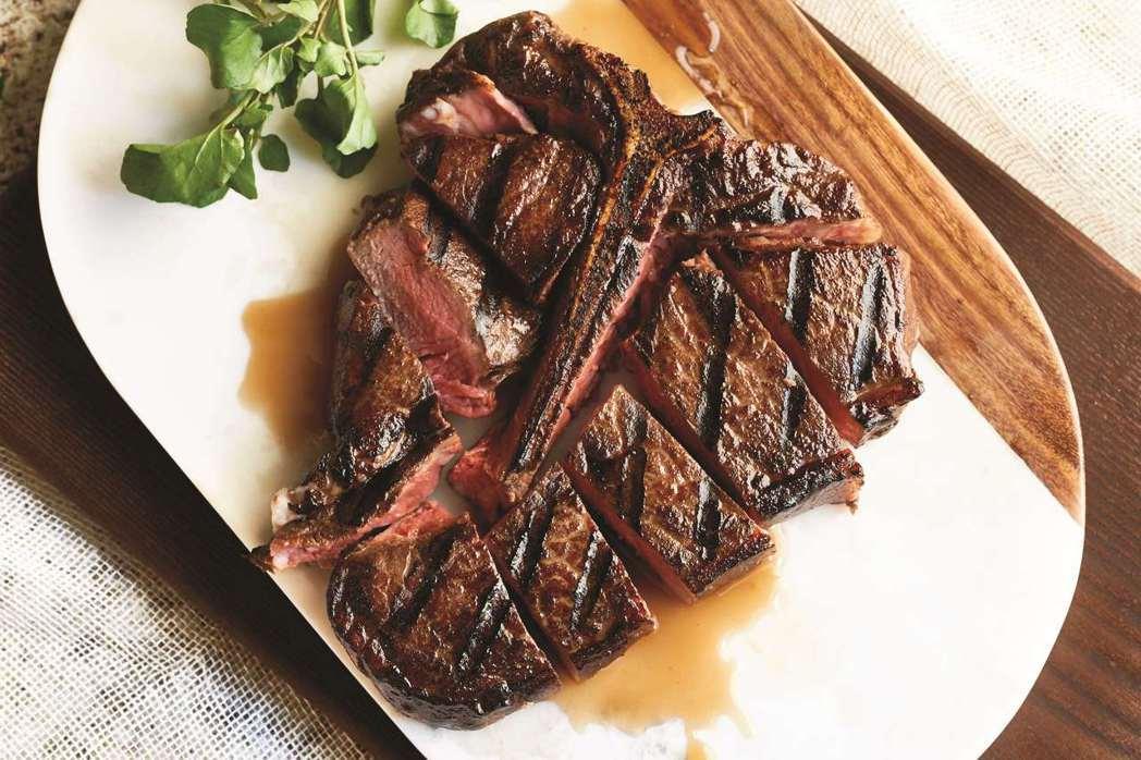情人節經典套餐,特選USDA PRIME級的牛排主菜更不容錯過。莫爾頓/提供