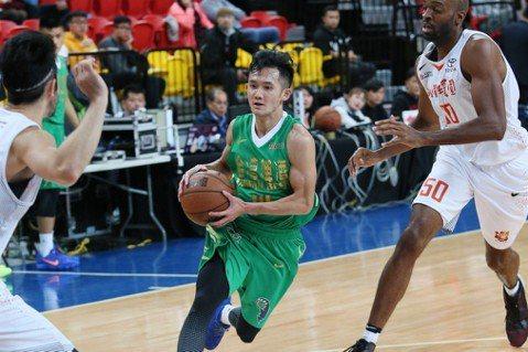 籃球場上的巨人:蔣淯安,174公分的籃球夢