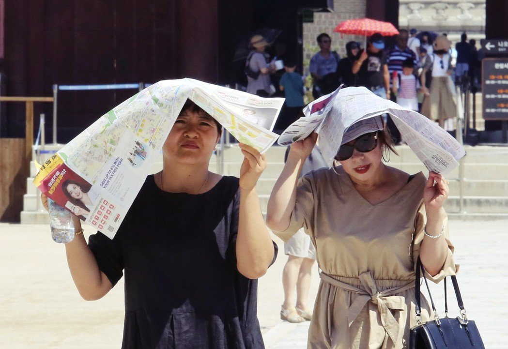 首爾市在8月1日下午3點36分,高溫已來到39.6度,大幅突破了1994年漢城歷...