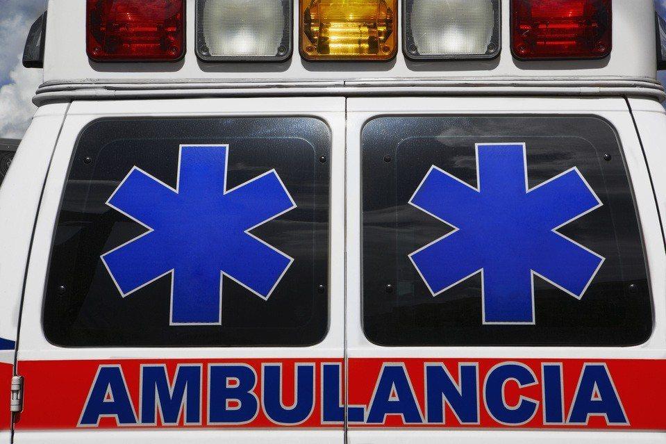獨子和母親都曾在緊急情況下靠救護車救回姓命,王姓男子花了十年打拼存款,捐出三輛救...