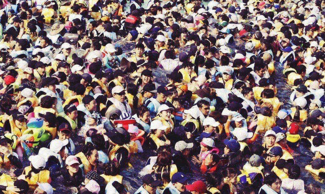 恐怖的「極熱」天氣,已打亂一般人的正常生活作息與健康狀態,更讓南韓社會陷入拖累經...