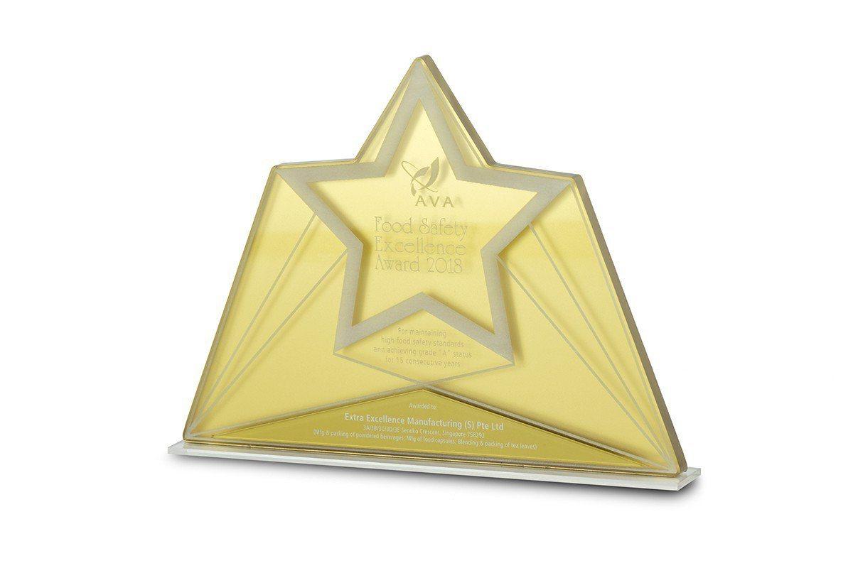 丞燕拿到新加坡2018食品安全卓越金獎。 圖/丞燕公司 提供
