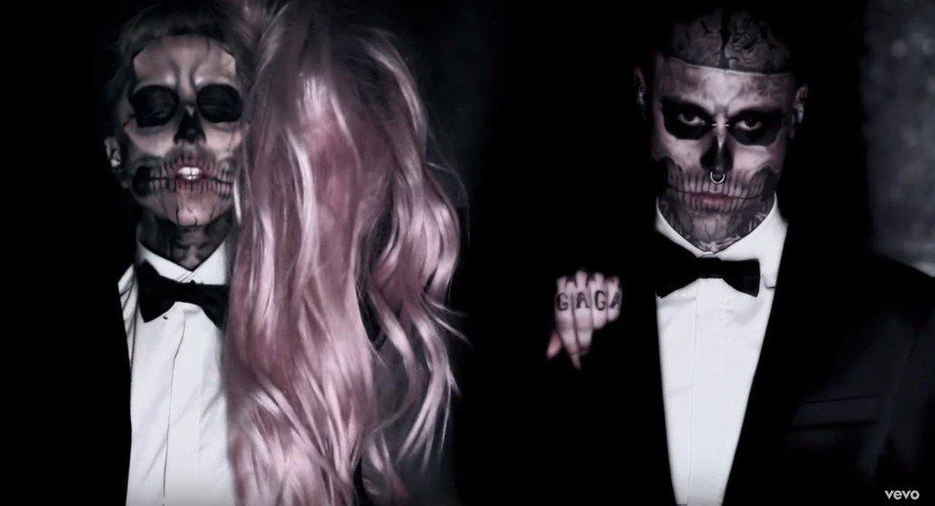 「殭屍男孩」Rick Genest曾參演女神卡卡的MV。圖/擷自YouTube