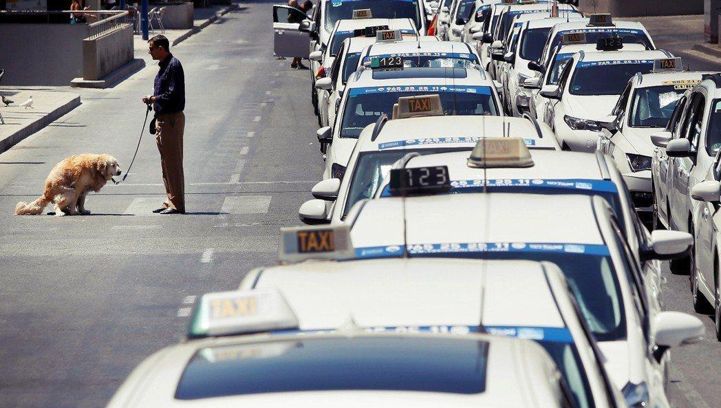 Taxi大戰Uber?這聽起來已經是「老掉牙」的題目了,但在過去一個星期內,「運...