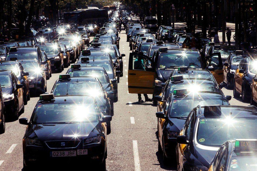 2018年7月的西班牙交通「大封鎖」,是由巴塞隆納計程車司機工會率先於7月25日...