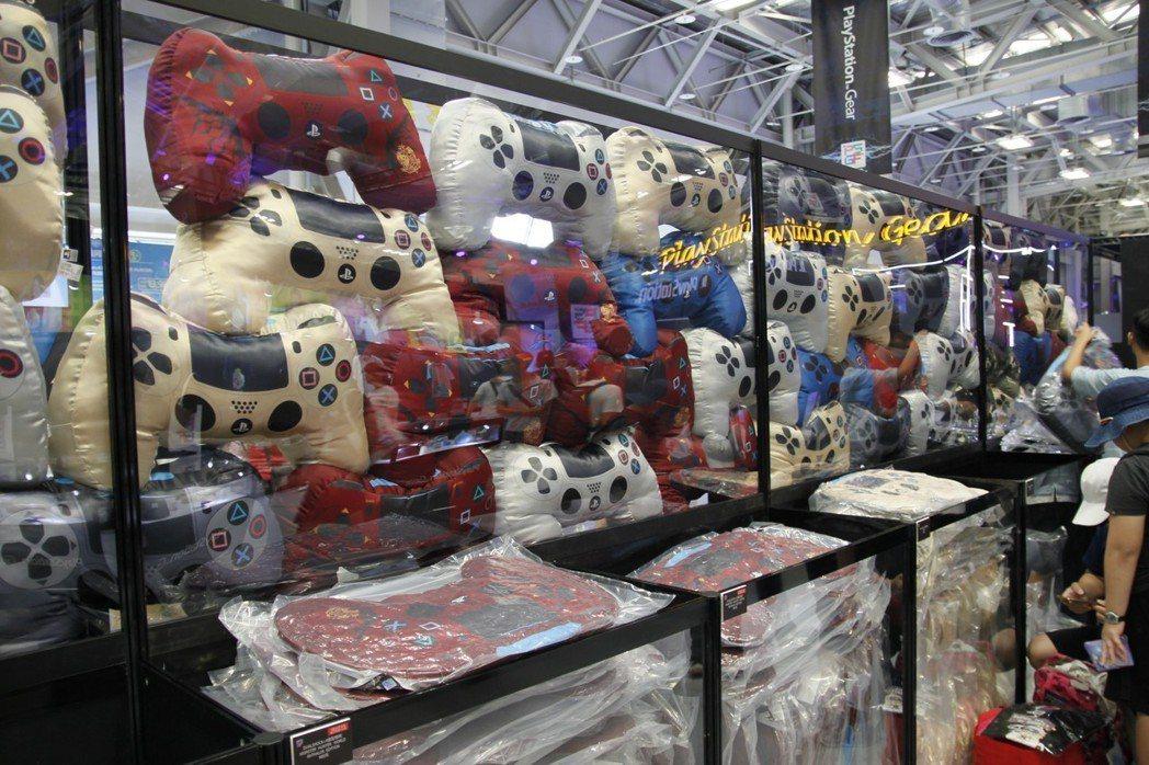 各種PS4抱枕讓人超想買一套回去收藏。