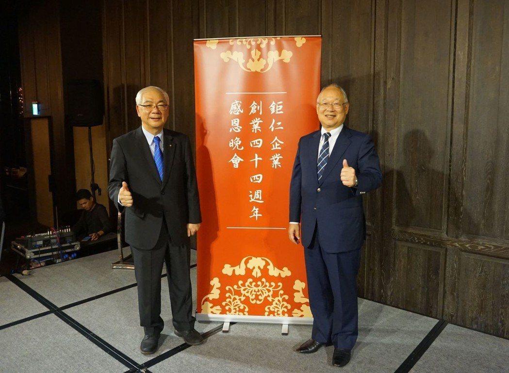 鉅仁董事長吳昌錫(左)、日本KITZ社長堀田康之(右)會中合影。 金萊萊/攝影