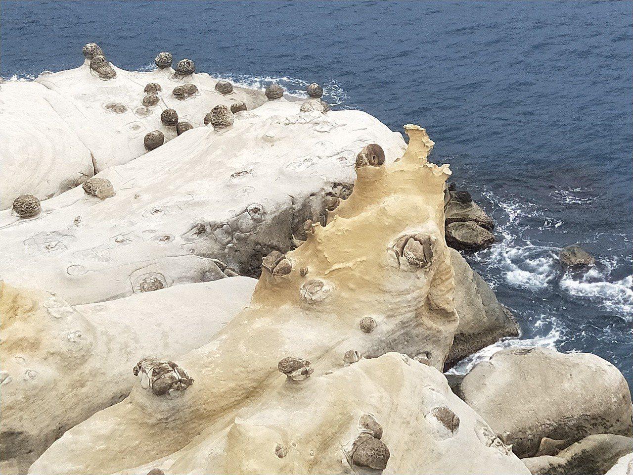 基隆和平島公園最高點原為軍方雷達站,景觀平台視野極佳。記者游明煌/攝影