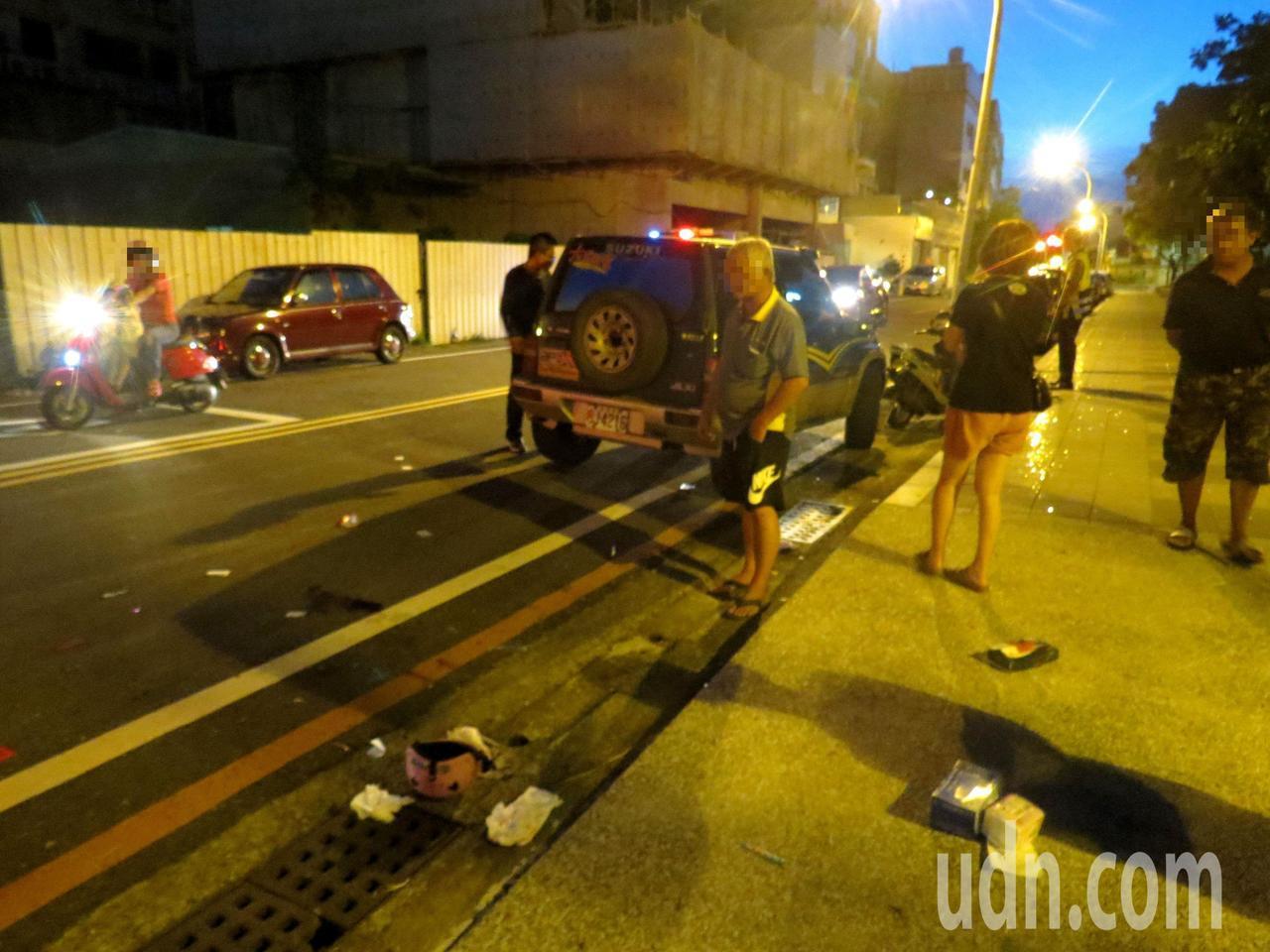 警方在聞到肇事休旅車傳出K他命異味,打開後車廂還未搜車,就不斷有人在車子四周徘徊...