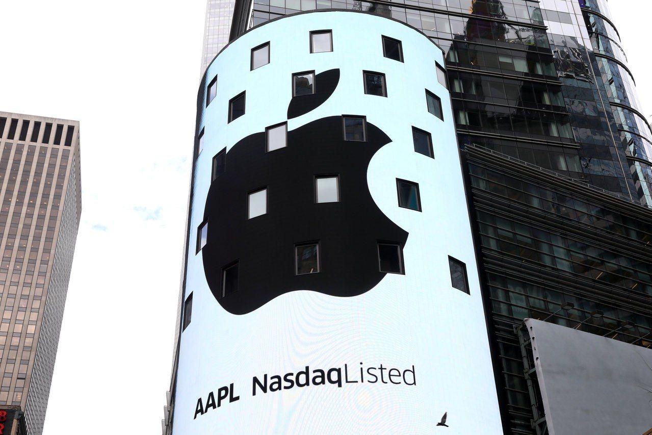 蘋果公司市值突破1兆美元里程碑,財經網站CNBC報導,該股不同於達康泡沫的瘋漲現...
