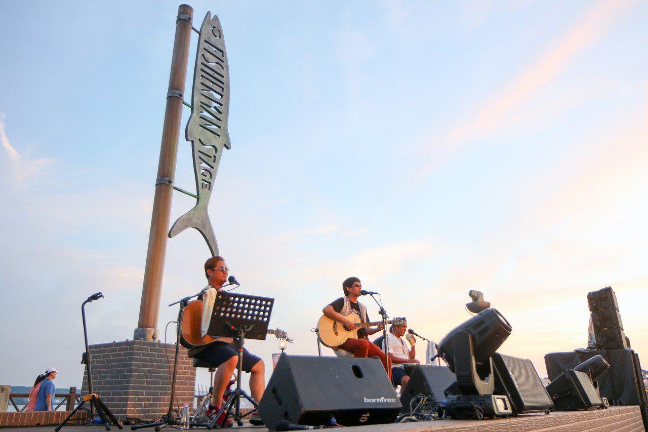 2018淡水漁人舞台6月底已正式開唱,8月還有在金曲獎獲獎的樂團「茄子蛋」等接力...