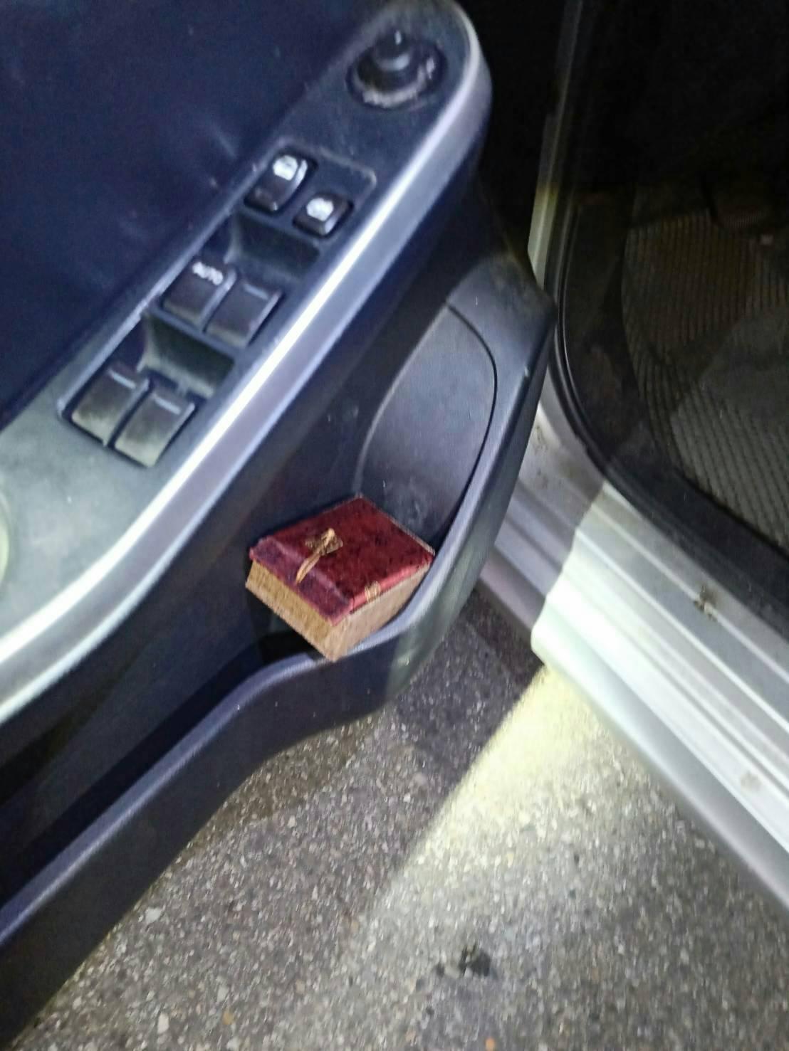 彰化縣黃姓男子上月底開著一輛貼有彩繪貼紙的轎車前往台中市,卻因紅線違停被警方查獲...