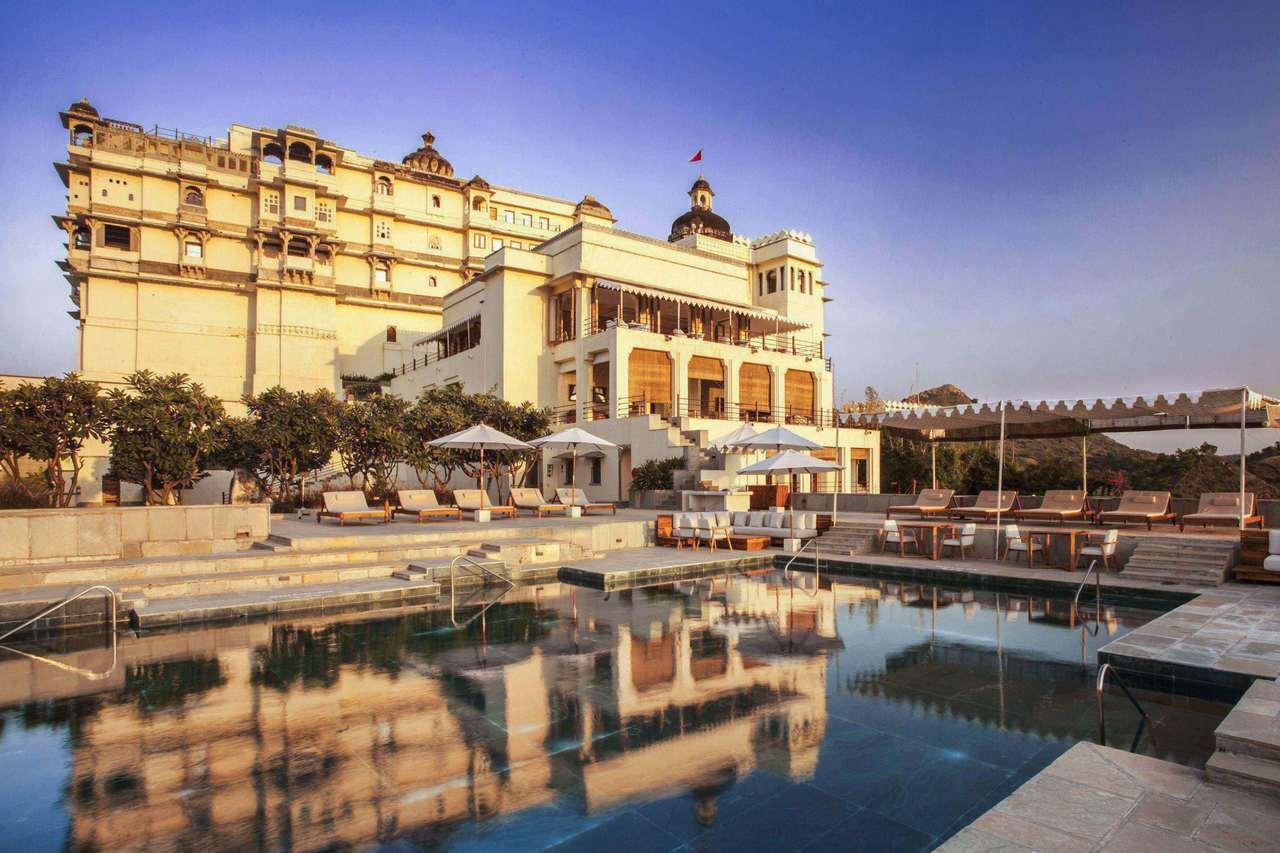 若想體驗一趟全然不同的七夕之旅,Booking.com則推薦旅客入住「印度代爾瓦...