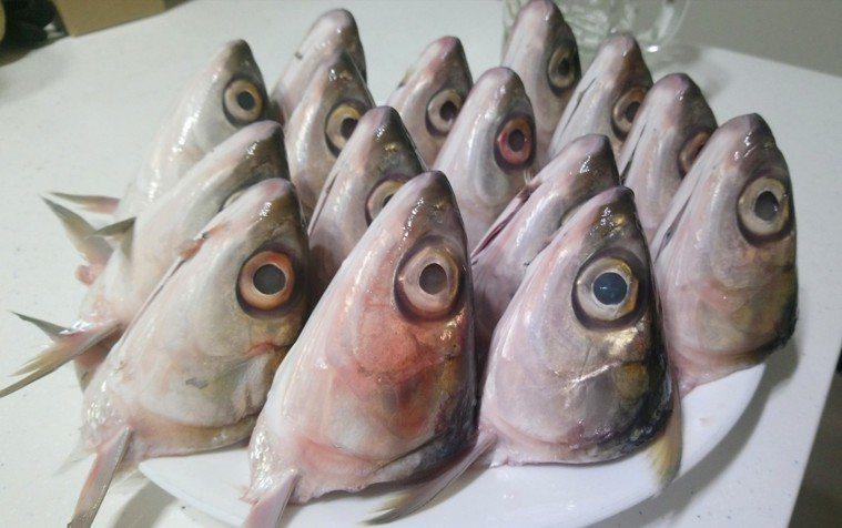 傳統市場新鮮的15顆虱目魚頭。記者卜敏正/攝影