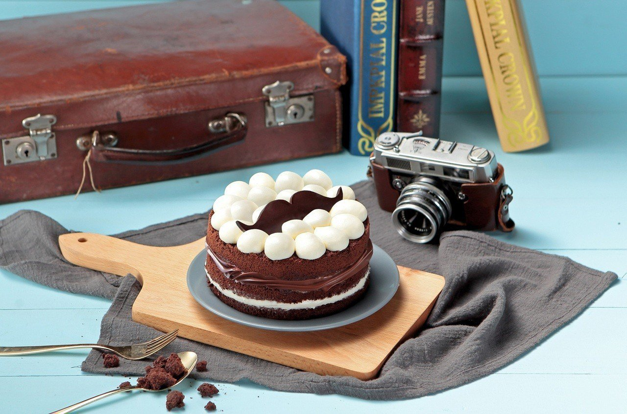 BAC鬍氣老爹巧克力蛋糕950元,父親節喝啤酒也別忘了老爸的禮物。圖/金色三麥提...