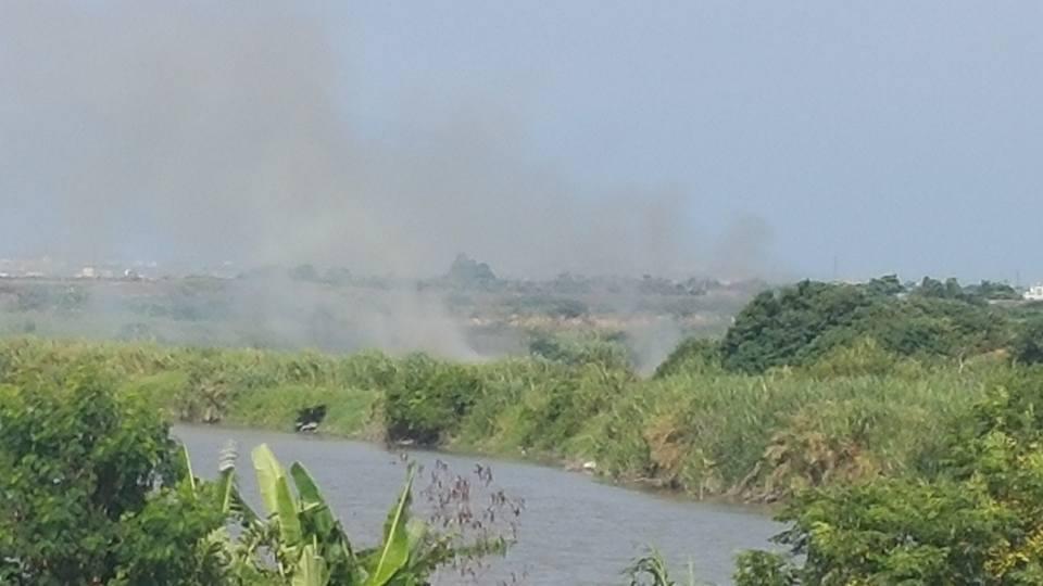 北港溪全力整治但仍有部分河段淪為垃圾場甚還焚燒垃,成為整治死角。圖/李明遠提供