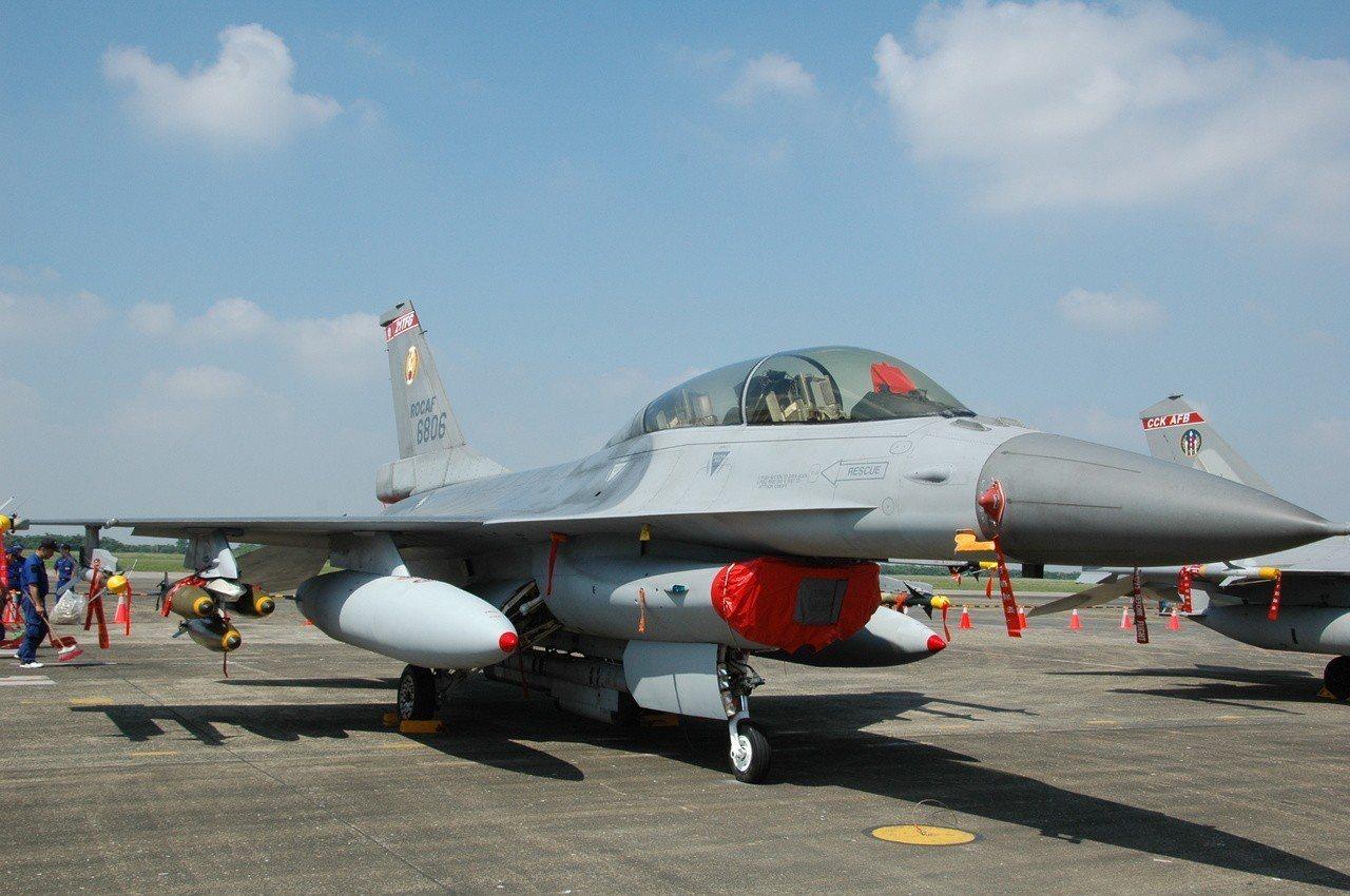 嘉義水上空軍基地每年開放參觀都吸引許多遊客。記者謝恩得/翻攝